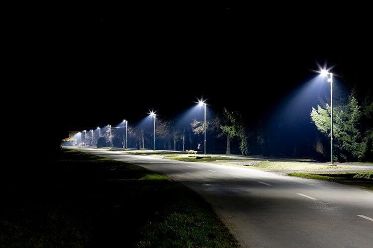 Lampadaire éclairage route de nuit – OliKrom©