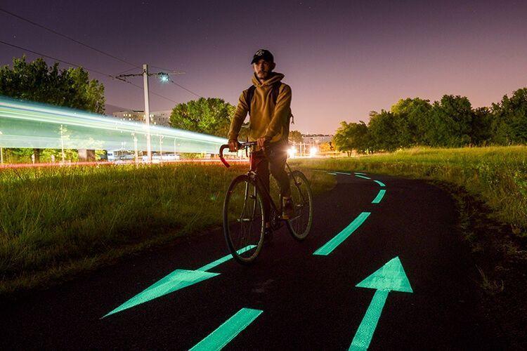Piste cyclable phosphorescente – OliKrom©